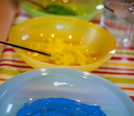 2. Schritt: Farbe & Pinsel vorbereiten